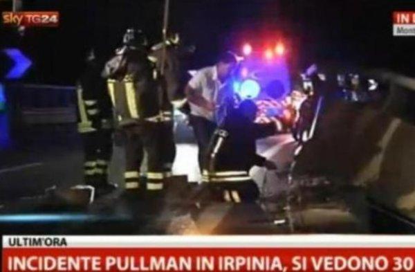 Italie:  Au moins 36 morts dans un accident de car cette nuit dans la région de Naples