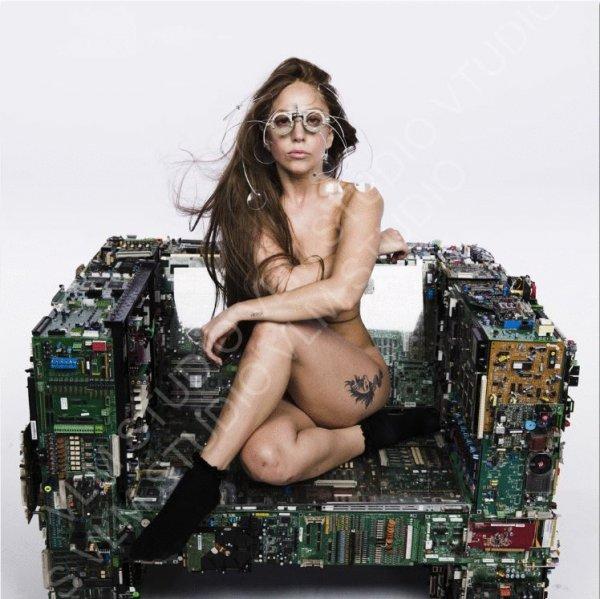 -Photo- Lady Gaga: Découvrez sa photo nue pour son nouvel album ARTPOP avant et après photoshop....