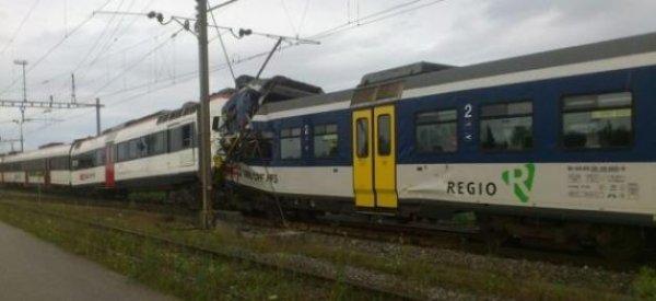 Collision frontale peu après 19h entre deux trains en Suisse: Plus de 40 blessés Saisis un titre d'article ici !