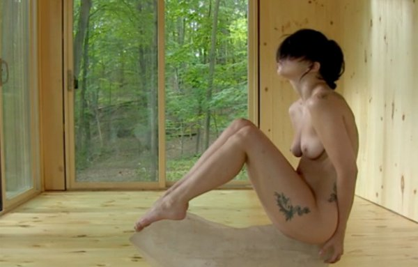 - Vidéo- Lady Gaga: Elle s'essaye au yoga naturiste