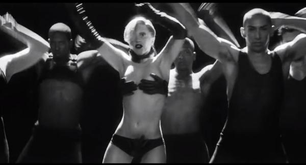 """( PHOTOS) Lady Gaga: Après la performeuse, Orlan, les chanteuses Zaz & Mylène Farmer, a t'elle """"copié"""" Cindy Lopes de SS3"""