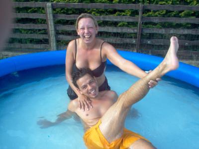 Photos sexy et vidos porno prs de la piscine