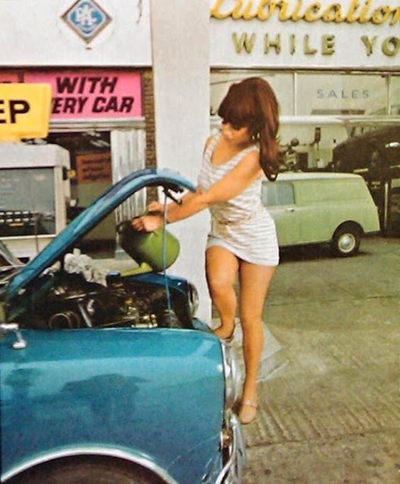 PIN-UP & CARS