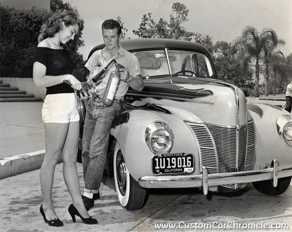 PIN-UP & CARS
