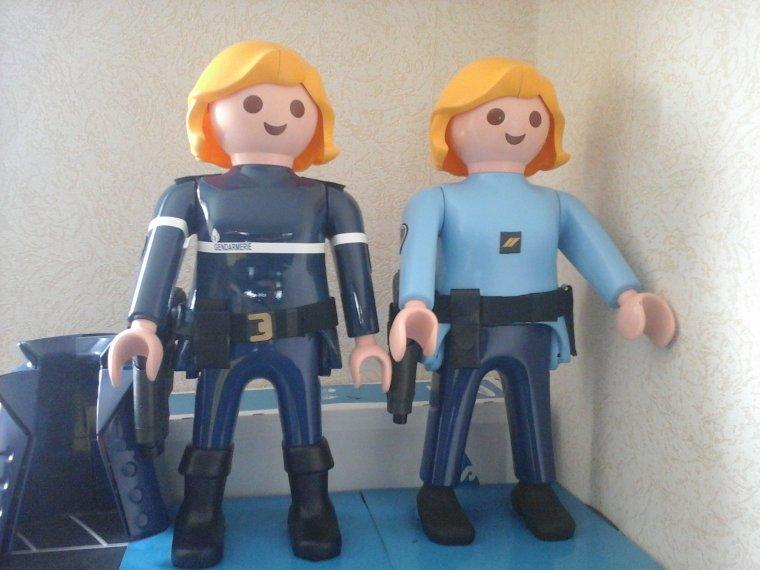 géants playmobils gendarmes