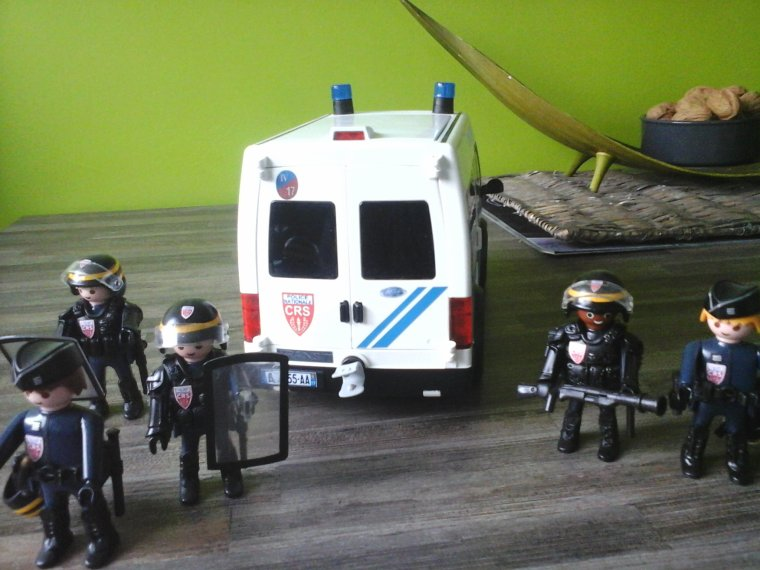 fourgon de CRS playmobil