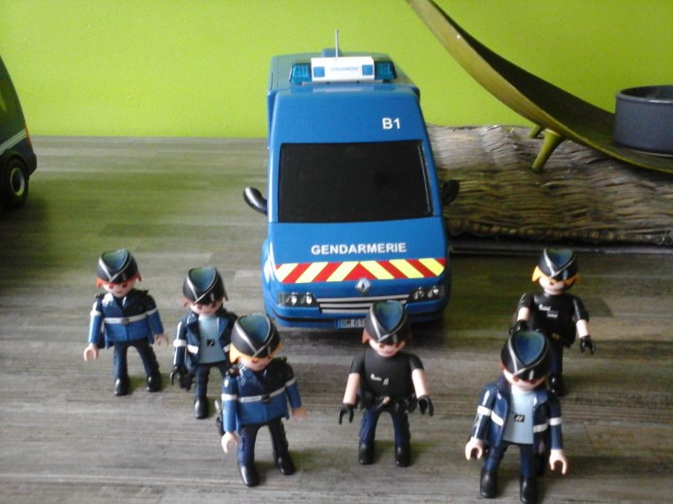 fourgons gendarmerie départementale