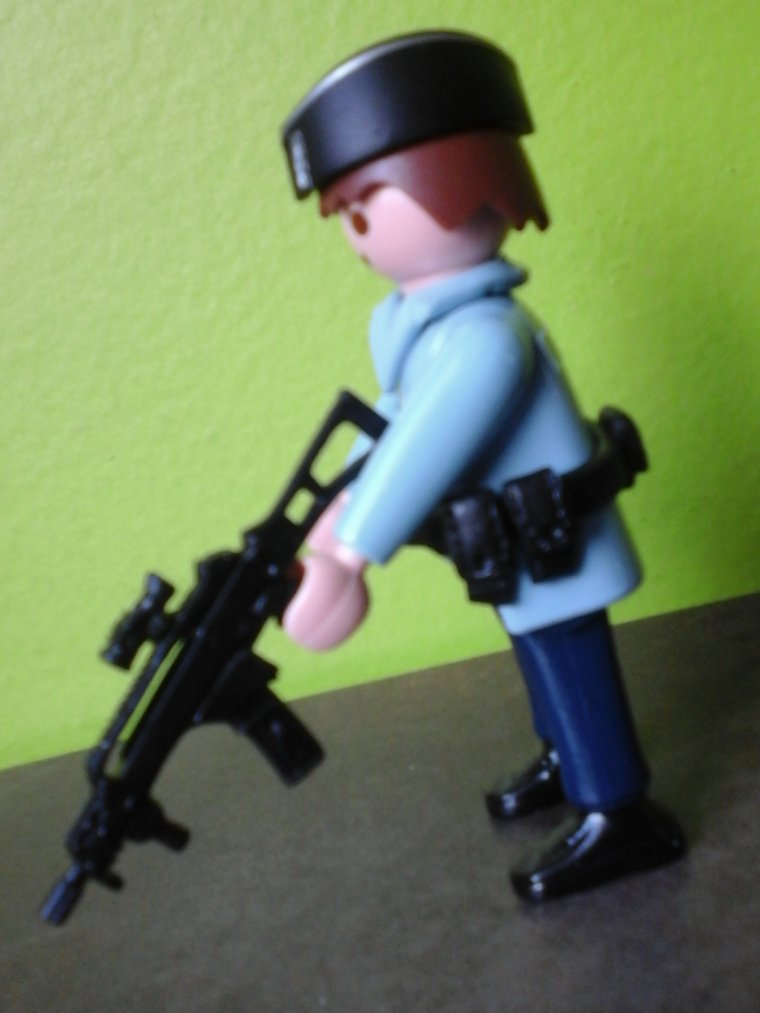 gendarme départemental avec HK-G36 HK UMP9 famas