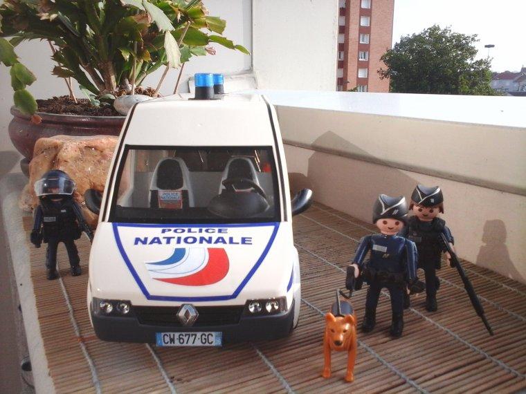 fourgon de police
