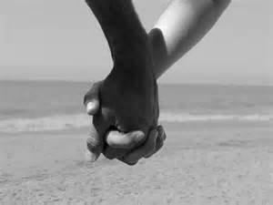 Main dans la main on n'ira loin