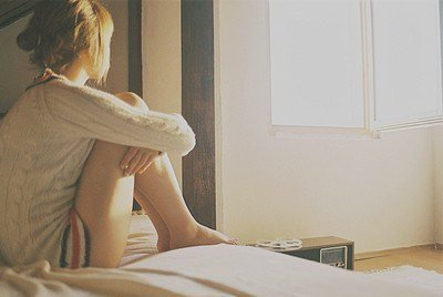 Rien n'est vrai, rien n'est faux ; tout est songe et mensonge, Illusion du coeur qu'un vain espoir prolonge. Nos seules vérités, hommes, sont nos douleurs. (Alphonse De Lamartine)