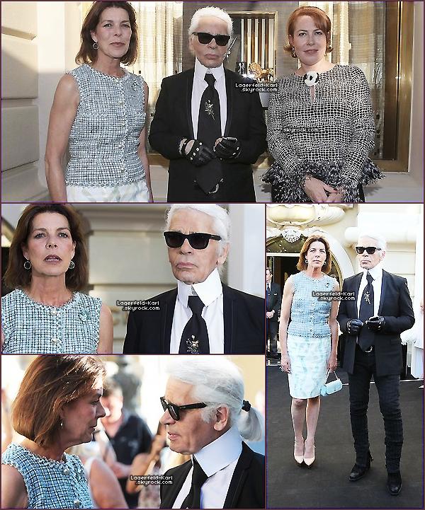 * Le 16 juillet dernier, Karl Lagerfeld était au lancement de la nouvelle collection de bijoux chez Chanel, of course, à Monaco. On peut le voir poser pour les pap's accompagné de la princesse Stéphanie, ainsi que la directrice de la boutique, Catherine Delestienne. Tenue karlement noire et blanche, what else ?