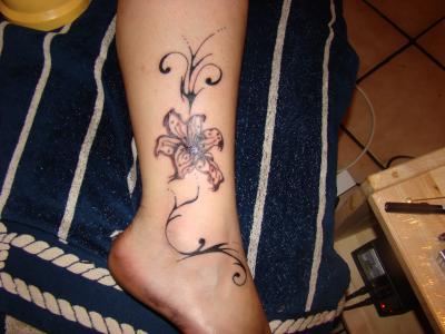 Fleur Tatouage Cheville Kolorisse Developpement