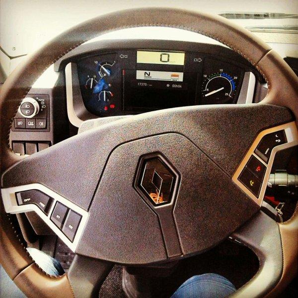 J'ai eu le droit a un petit tour en nouveau range T, je ne suis pas déçu de se camion, je l'apprécie fortement, il est au Top presque :)