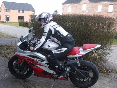ma R1 et biento la gsxr 750 :) passionné de moto