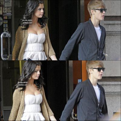 Jeudi 30 Juin : Selena Gomez et Justin Bieber quittant ensemble un restaurant à New York. Voici le beau petit couple Jelena!!! Ils sont trop mignons ensemble nan?!!!!