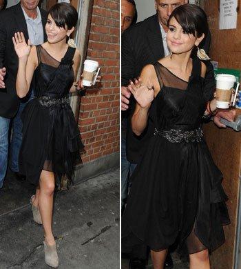 5/07/2011 Selena quittant son hotel pour aller à un évenement à HMV dans la soirée!