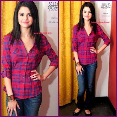 26/08/2011:Selena Gomez en conférence de presseà TORONTO.Et en début de soirée SELENA GOMEZ ET THE SCENE donnait un concert à Toronto