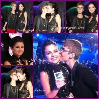 28/08 - MTV VIDEO MUSIC AWARDS:Ils sont pas trop cute tous les deux!!!?