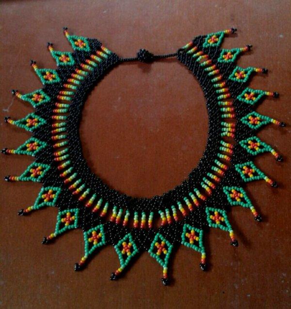 Collar vert,  jaune, rouge