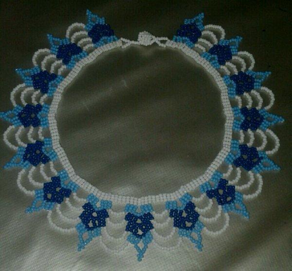 Collar bleu, blanc