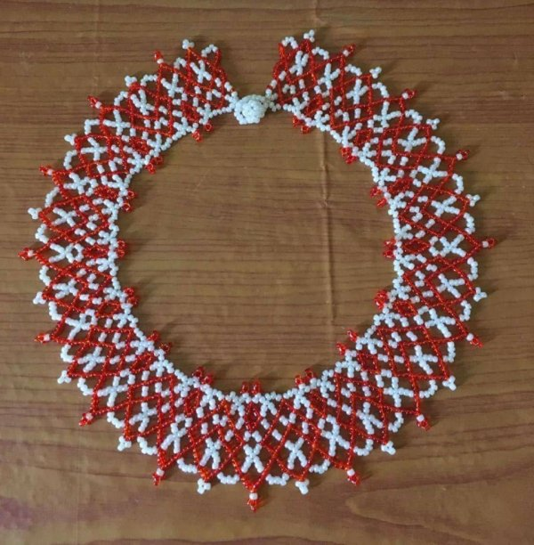Collier  rouge /blanc