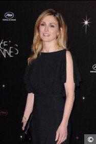 """Julie Gayet:  Un proche commente sa nomination aux Césars:""""Elle le mérite!"""""""