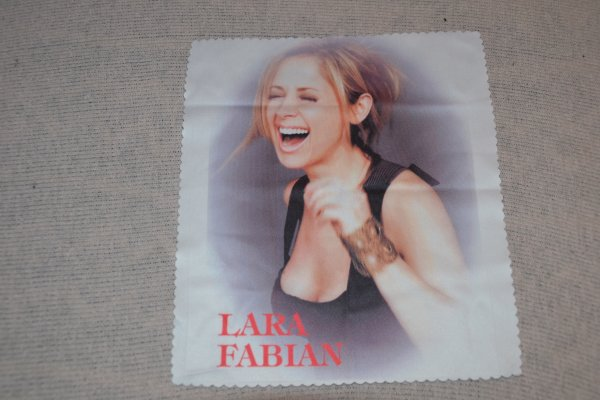 essuie a lunette Lara Fabian