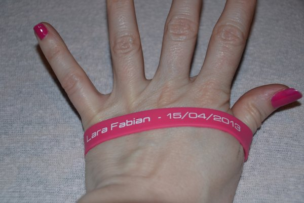Lara Fabian bracelet show case 15/04/13