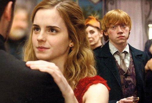 Traduction : C'est écrit sur le visage de Ron à quel point il l'aime.
