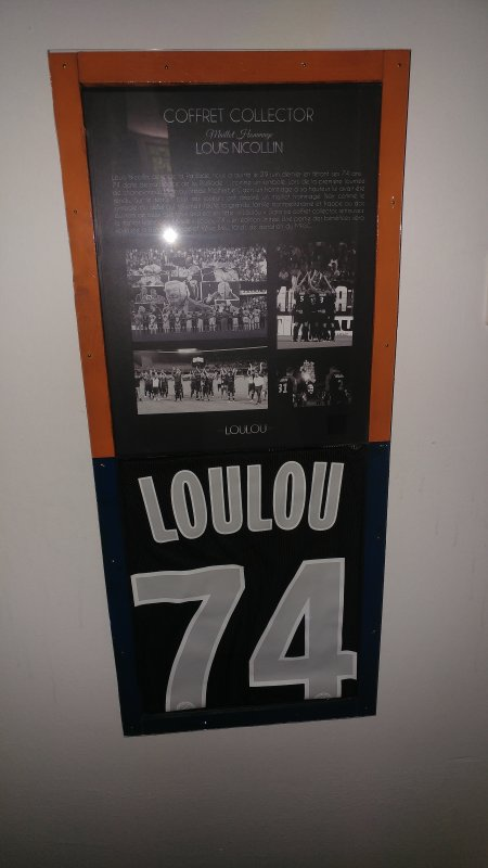 Maillot hommage a loulou sous cadre n°127
