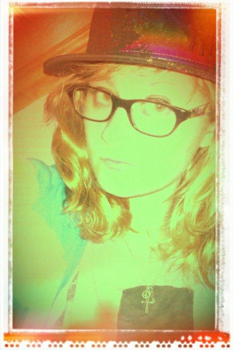 ❤ plus que tout mes amis✖ je suis comme je suis, je ne cherche pas à être quelqu'un d'autre !!