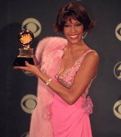 """Mort de Whitney Houston: """"De toute évidence pas de nature criminelle"""", selon la police"""