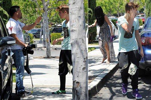 Justin frappe un Paparazzi !