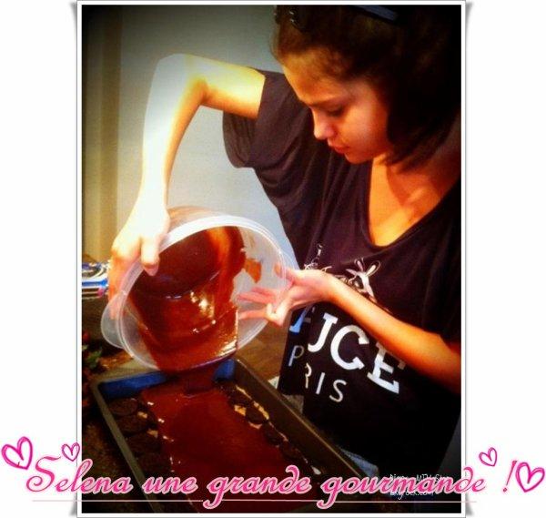 Selena Gomez GOURMANDISE ♥ ^^