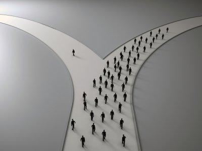 """Ralph Waldo Emerson a dit un jour : """"N'allez pas là où le chemin peut mener. Allez là où il n'y a pas de chemin et laissez une trace."""""""