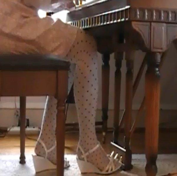 En talons compensés au piano