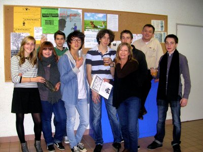 CLUB THEATRE DU LYCEE PIERRE MENDES FRANCE. Article  de l'hebdomadaire L'Echo des Vosges.