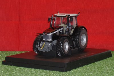 "Tracteur Massey Ferguson MF8650 ""Black Edition"""