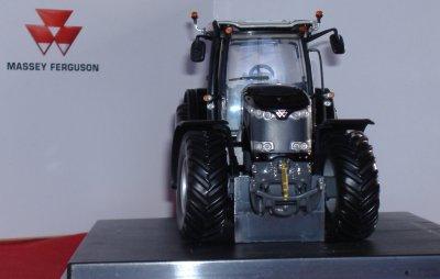 "Tracteur Massey Ferguson MF8650 ""Black Edition"""