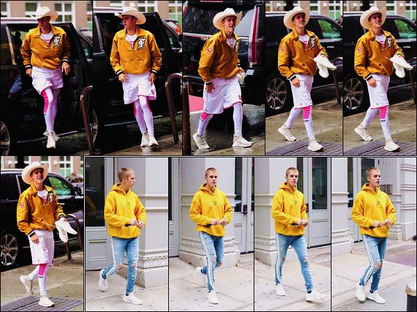 30/05/17 - Justin Bieber , toujours habillé de jaune, a été photographié dans les rues de New York City. Le 27/05 , Juju avait été encore vu sortant du spa new-yorkais Aire Ancient Baths.Côté tenue, je lui accorde un top encore une fois