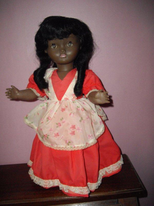 poupée bella noire J614 je pense