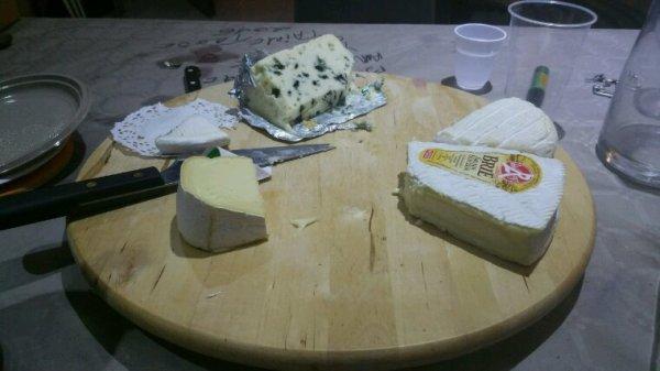 Noche de vinos, quesos y jamón.