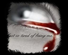 J'aiimeraii etre ùne larme p0ùr naiitre dans tes yeùx, viivre sùr tes j0ùes et m0ùriir sùr tes lèvre ...