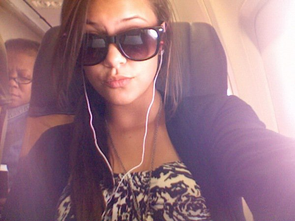 On myy wayy to algiers ~ Bouuuumedien.. Ha {dont askkk me why im wearin' sunglasses in the airplane cuz i absoulutly have nOoOoOo ideaa babe  8) }