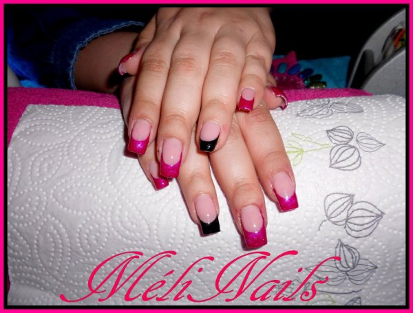 ongles en gel noir et fushia. Black Bedroom Furniture Sets. Home Design Ideas