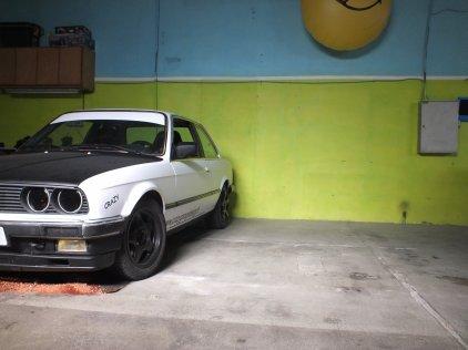 PUB crazy garage expedition