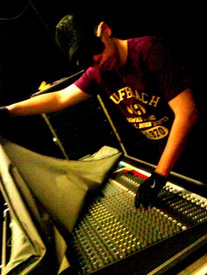 Studio en Mai 2011 ;) , c'est BIENtot sa fait 4 son ! ;)