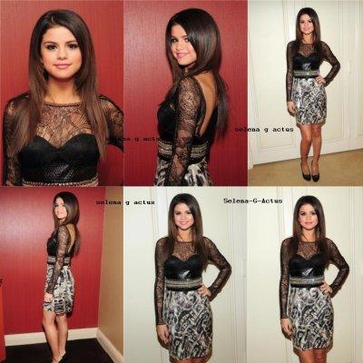 Découvrez de nouvelles photos de Selena Gomez au David Letterman Show. L'émission sera diffusée demain soir, restez donc connectés ! Ce n'est pas tout! Selena s'est aussi rendue au Countdown de la radio Sirius XM plus tôt dans la journée. Enjoy!