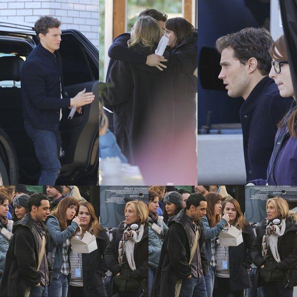 Une partie du cast de FSOG en pleine pose déjeuner après avoir filmé quelques scènes du film à Vancouver au Canada.